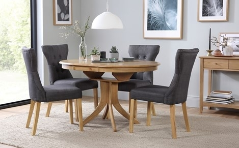 Hudson Round Oak Extending Dining Table With 4 Regent Oatmeal Chairs within Round Extending Oak Dining Tables and Chairs