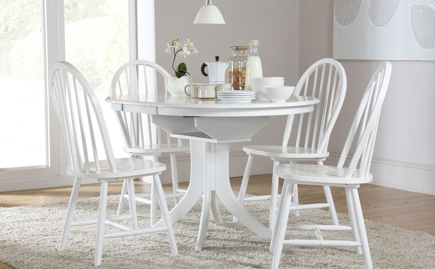 Hudson Round White Extending Dining Table & 4 Windsor Chairs Set Throughout Round White Extendable Dining Tables (View 20 of 25)