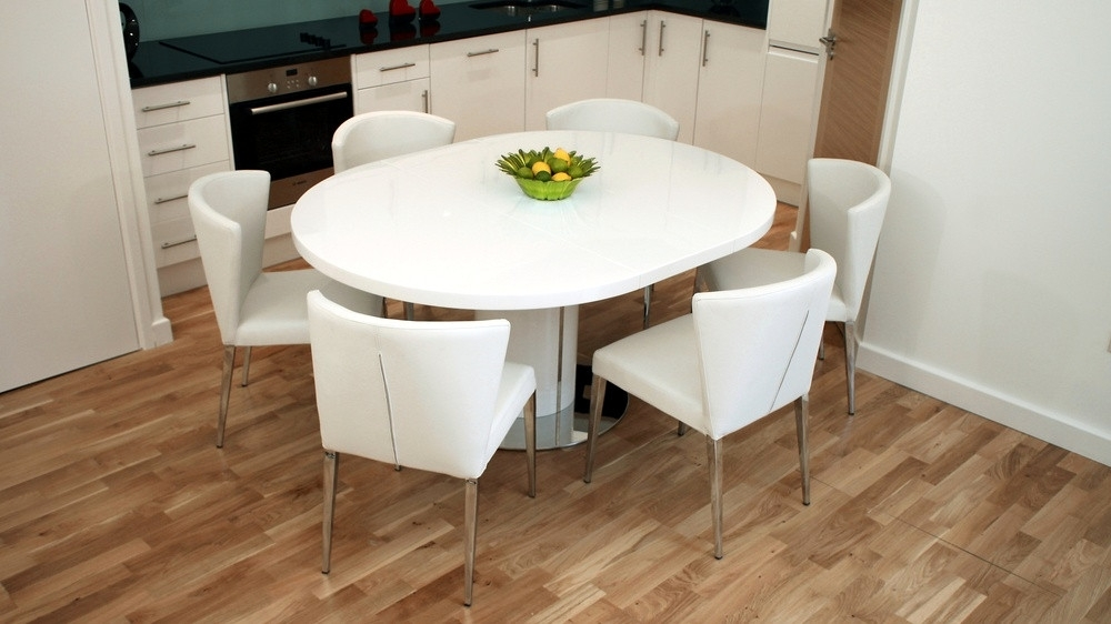 Newest Modern Round White Gloss Extending Dining Table And Chairs In White Gloss Extendable Dining Tables (View 25 of 25)