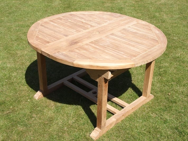 Round Extending Teak Garden Dining Table | Parasol Hole With Regard To Extending Outdoor Dining Tables (Image 21 of 25)