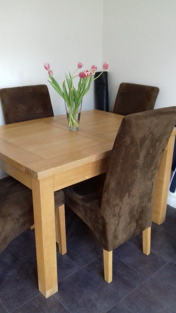 Solid Light Oak Extending Dining Table And 4 Chairs To Extend To 6 For Oak Extending Dining Tables And 4 Chairs (View 7 of 25)