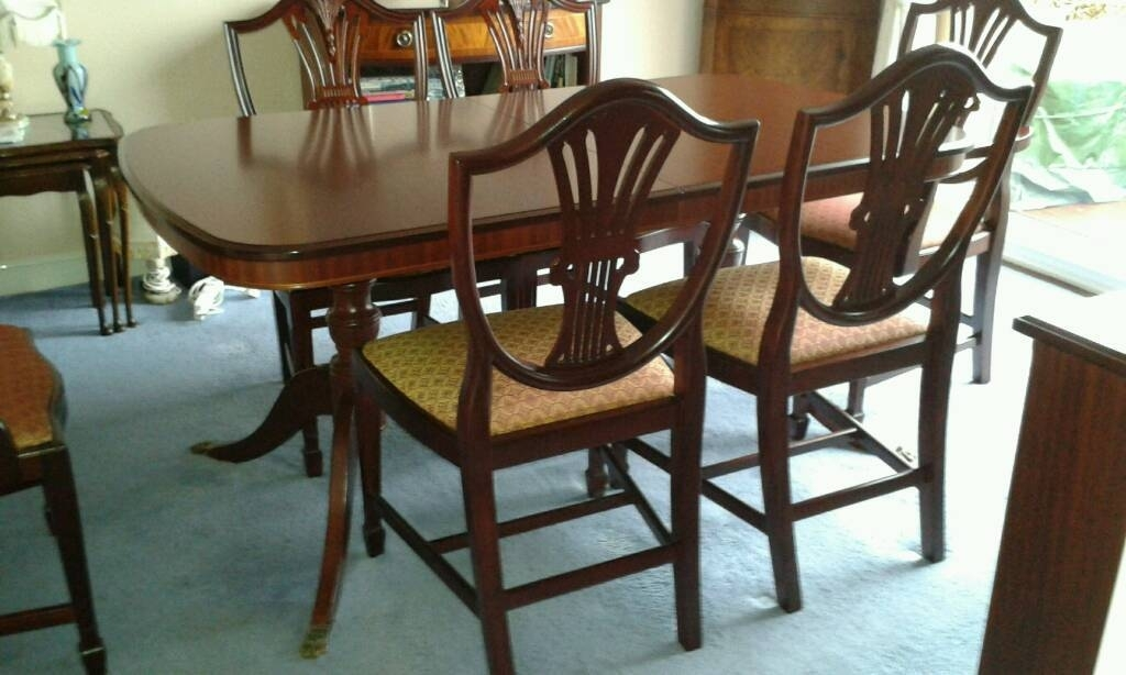 Featured Image of Mahogany Extending Dining Tables And Chairs