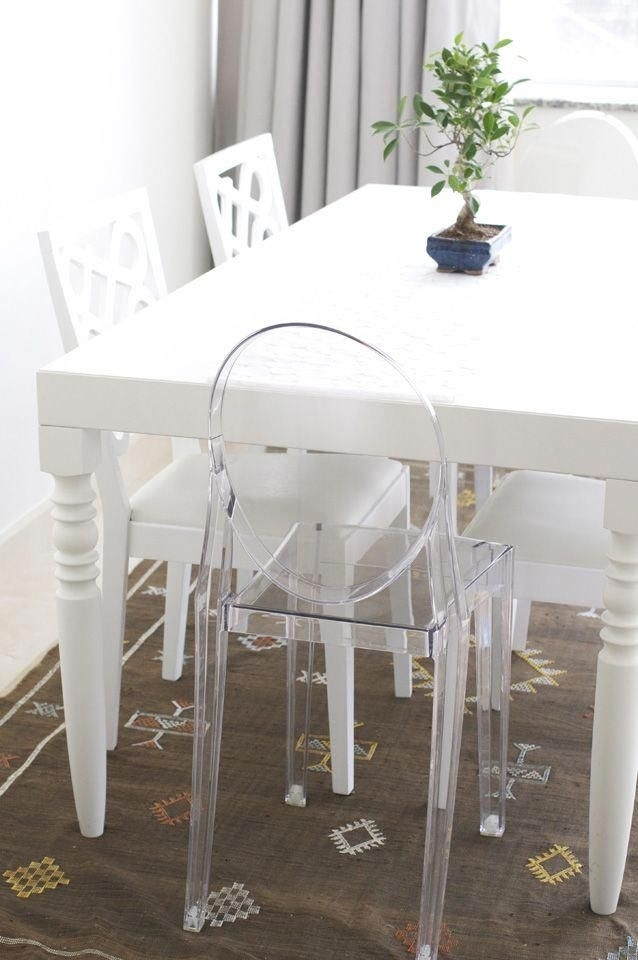 White Dining Table With Ghost Chair #ghostchairs | Chair And A Half With Regard To Combs 7 Piece Dining Sets With  Mindy Slipcovered Chairs (Image 25 of 25)