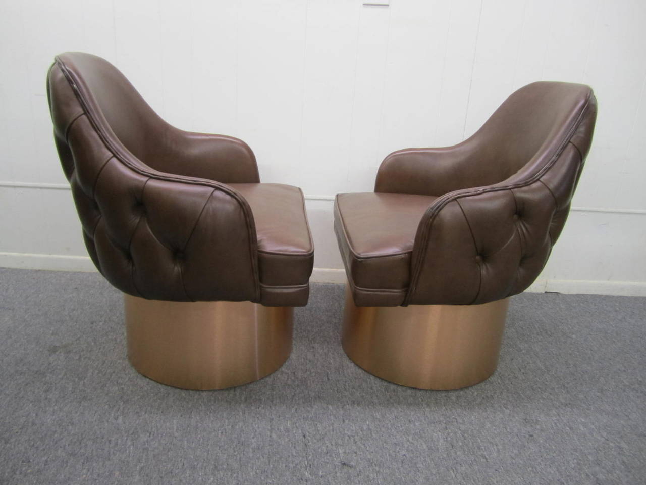 Excellent Set Of Four Milo Baughman Style Tufted Back Leather Swivel Throughout Chocolate Brown Leather Tufted Swivel Chairs (Photo 5 of 25)