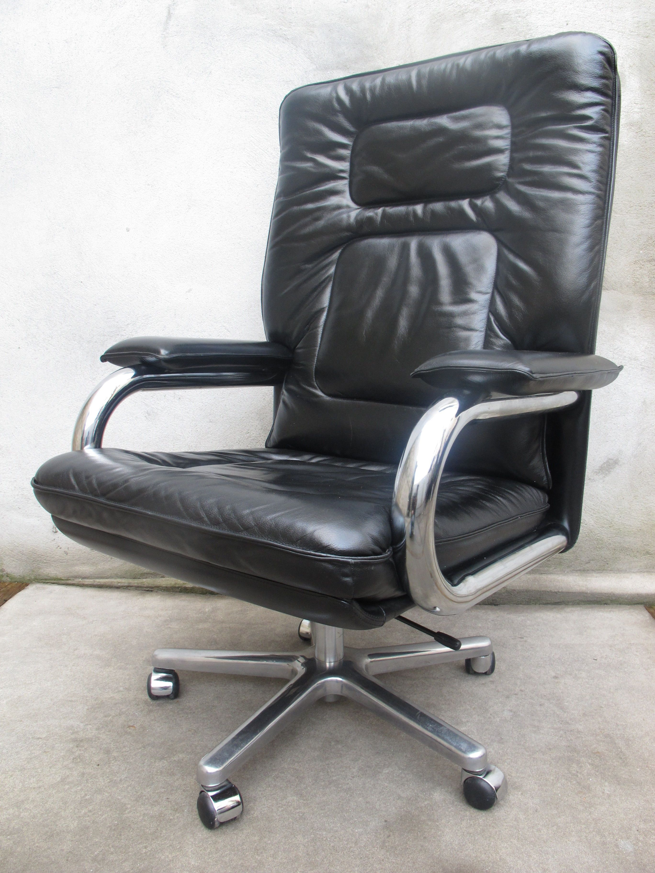 Mariani For Pace Collection Executive Armchair: In The 1987 Film Within Gordon Arm Sofa Chairs (View 23 of 25)