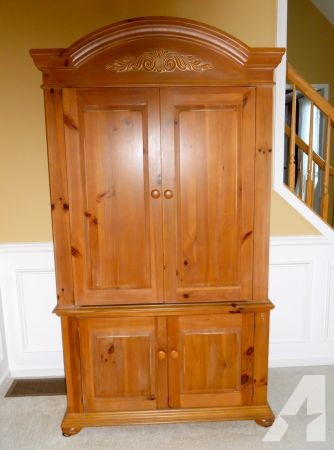 Preferred Wood Tv Armoire Within Broyhill Armoire Classifieds – Buy & Sell Broyhill Armoire Across (Photo 6 of 25)