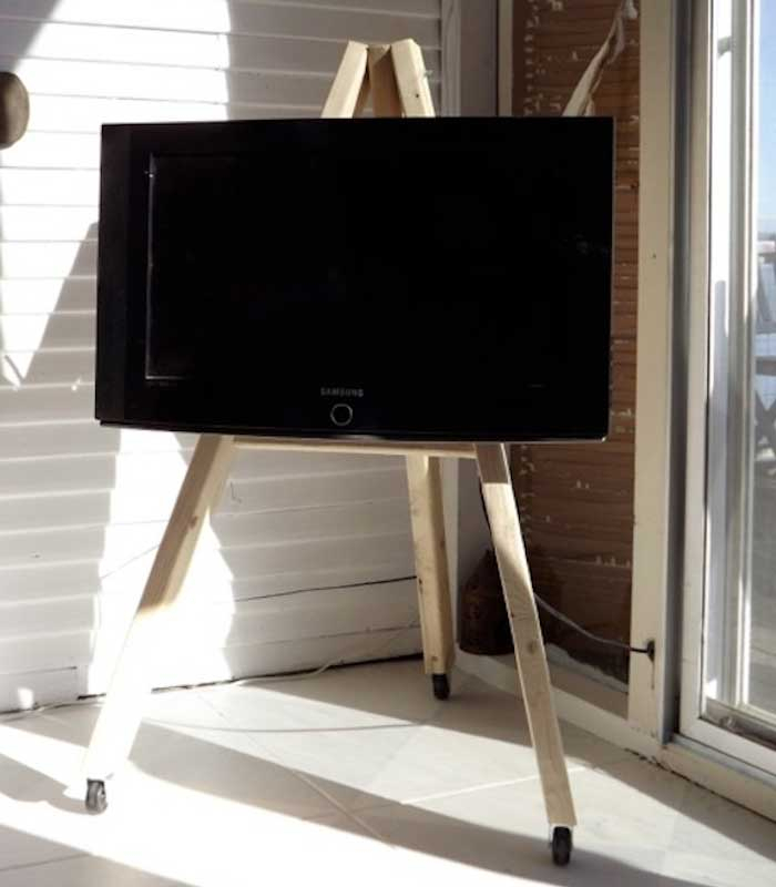 Widely Used Small Tv Stands On Wheels Pertaining To 21+ Diy Tv Stand Ideas For Your Weekend Home Project (View 12 of 25)