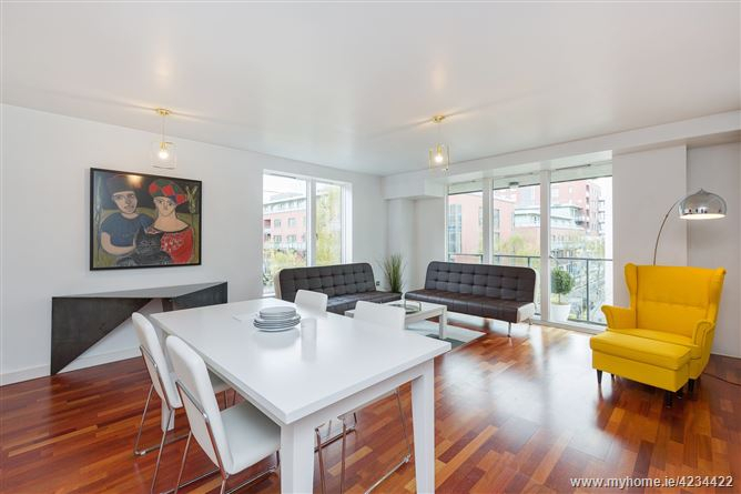 17 Hanover Quarter, Grand Canal Dk, Dublin 2 – Owen Reilly – Myhome For Hood Canal 3 Piece Dining Sets (Image 1 of 25)