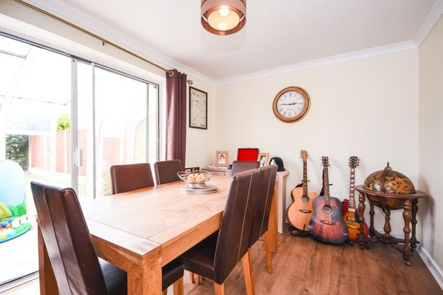 3 Bed Terraced House For Sale In Mascalls Way, Chelmsford Cm2 - Zoopla for Chelmsford 3 Piece Dining Sets