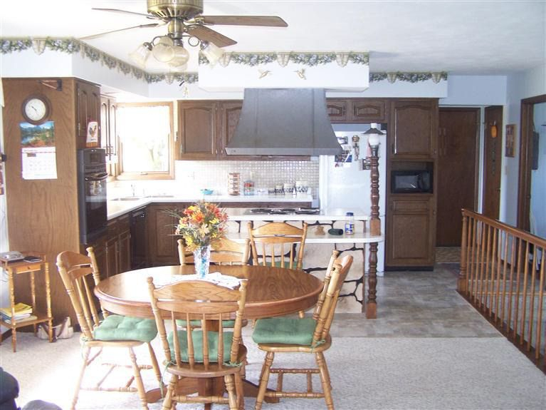 516 Elm St, La Motte, Ia 52054 With Lamotte 5 Piece Dining Sets (View 23 of 25)