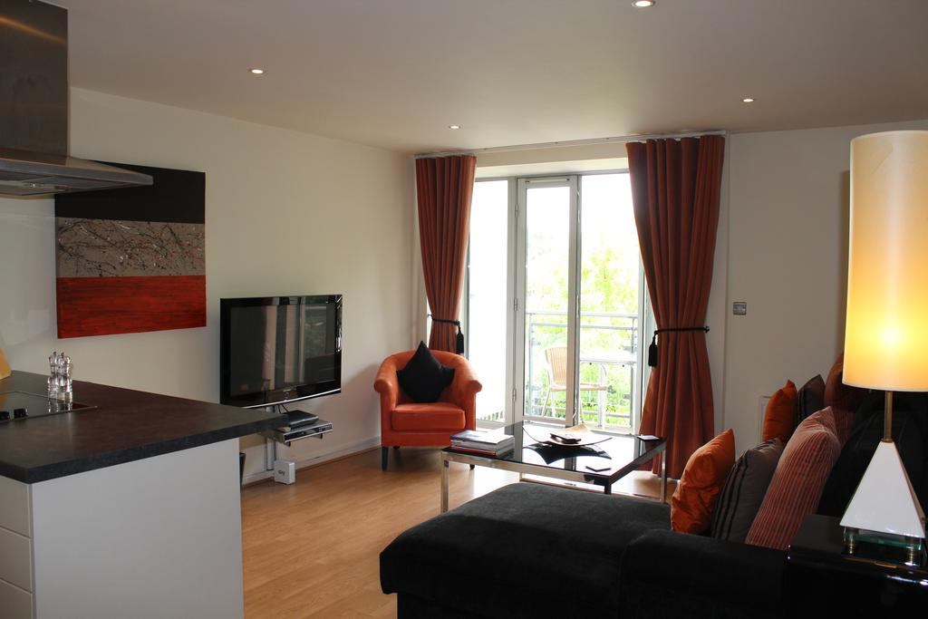 Chelmsford Apartments, Uk – Booking Within Chelmsford 3 Piece Dining Sets (Image 8 of 25)