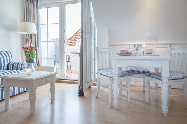 Haus Rantum, App 4 (3176) – Ferienwohnung Westerland Within Nutter 3 Piece Dining Sets (View 13 of 25)