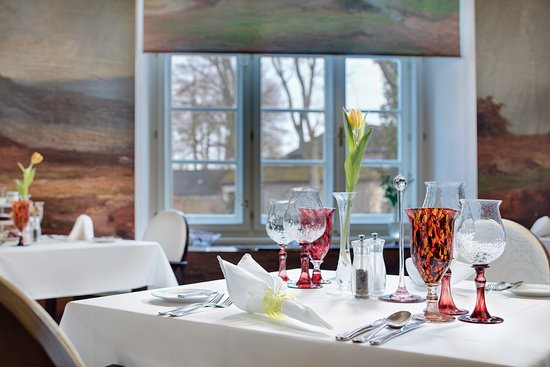 Honoria Restaurant - Chateau Heralec - Menü, Preise & Restaurant intended for Honoria 3 Piece Dining Sets