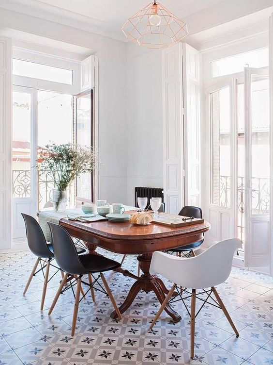 Casinha Colorida: Como Montar Uma Sala De Jantar Com With Regard To Gebbert 3 Piece Extendable Solid Wood Dining Sets (View 24 of 25)