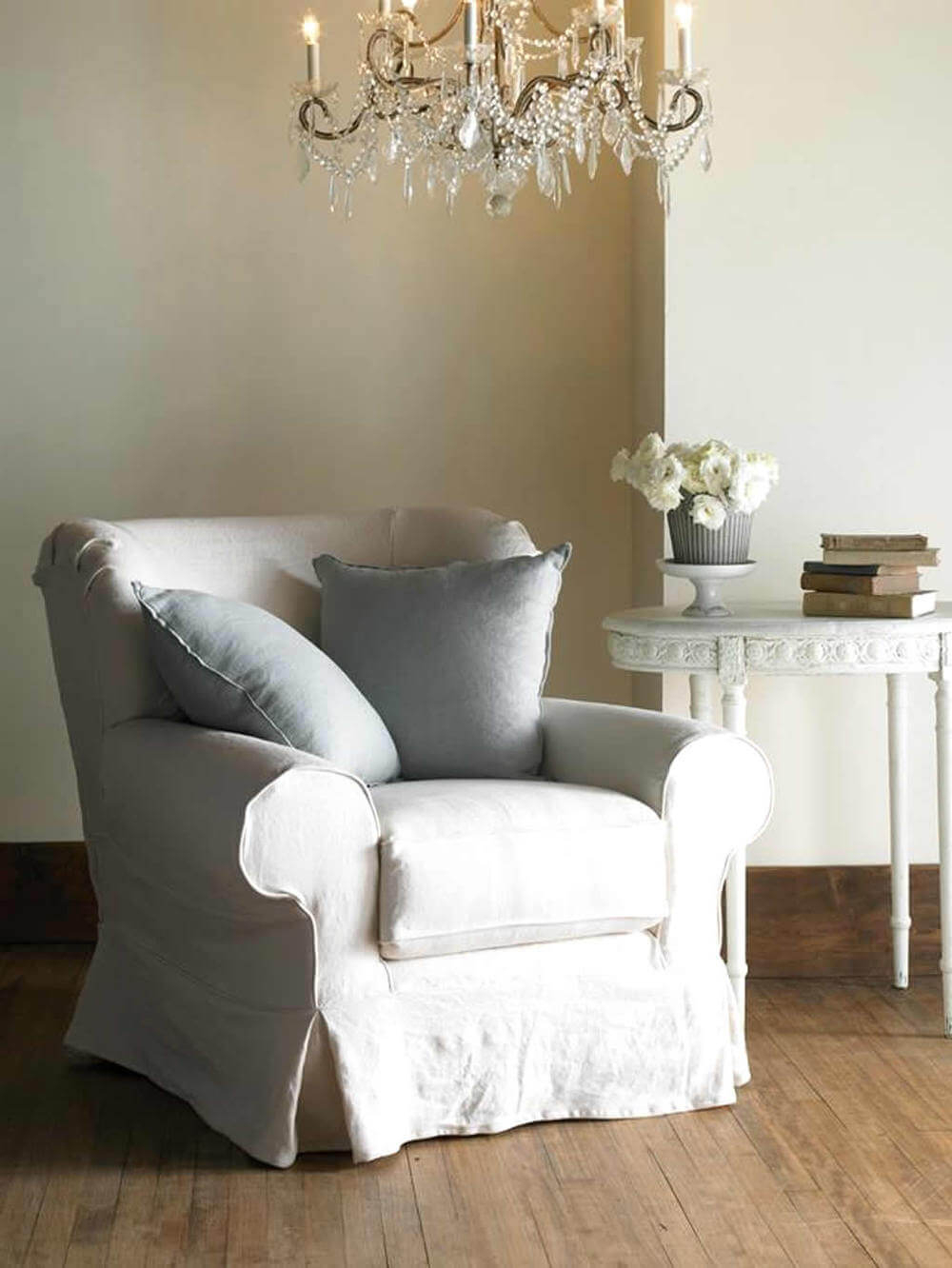 How To Welcome Shabby Chic Decor In Your Home   Interior Throughout Shabby Chic Sofas (View 12 of 15)